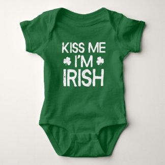 Body Para Bebê Beije-me que eu sou irlandês - dia engraçado do