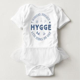 Body Para Bebê Bordadura você mesmo W. Hygge (texto azul escuro)