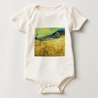 Body Para Bebê Campos de trigo com a ceifeira no nascer do sol -