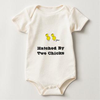 Body Para Bebê Chocado por dois pais da lésbica dos pintinhos
