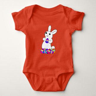 Body Para Bebê Coelhinho da Páscoa com ovos da páscoa coloridos