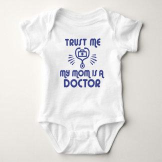 Body Para Bebê Confie que eu minha mamã é um doutor