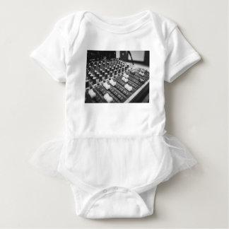 Body Para Bebê Console branco preto preto e branco audio do