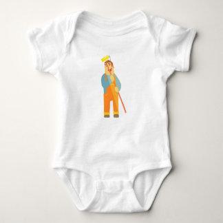 Body Para Bebê Construtor com rolo da pintura no canteiro de