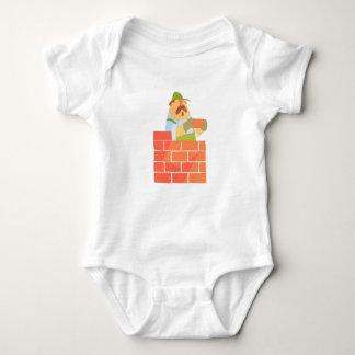 Body Para Bebê Construtor que coloca uma parede de tijolo no