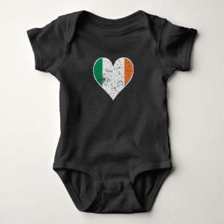 Body Para Bebê Coração irlandês afligido da bandeira