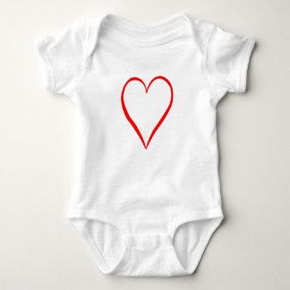 Body Para Bebê Coração pintado em pano de fundo branco