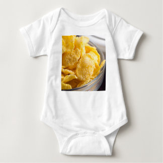 Body Para Bebê Cornflakes em um close up transparente da bacia