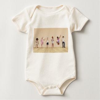 Body Para Bebê Crianças felizes em um centro do centro de dia ou