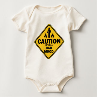 Body Para Bebê cuidado está em um humor mau