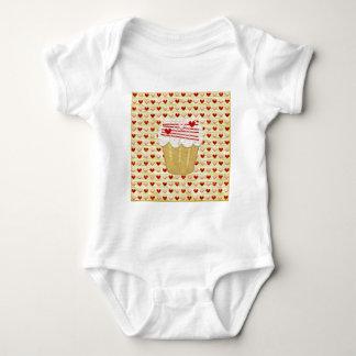 Body Para Bebê Cupcake com velas do coração, vermelho dos