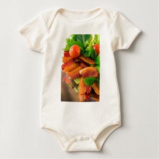 Body Para Bebê Detalhe de uma placa do tomate fritado do bacon e