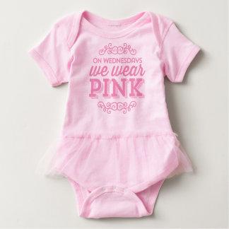 Body Para Bebê Em quartas-feiras nós vestimos citações engraçadas