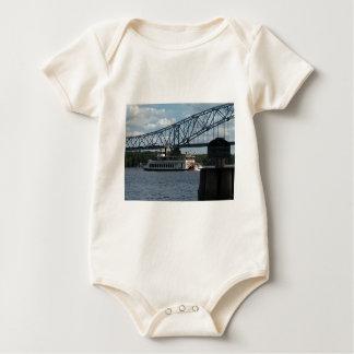 Body Para Bebê Espírito de Dubuque no rio Mississípi