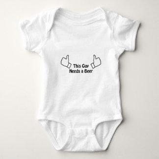 Body Para Bebê Esta cara precisa uma cerveja