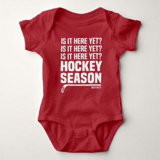 Body Para Bebê Estão aqui contudo a criança da estação de hóquei
