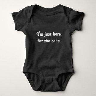 Body Para Bebê Eu sou apenas aqui para o bodysuit do bolo