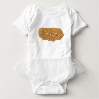 Body Para Bebê Exprima escrito no pó da canela no backgroun