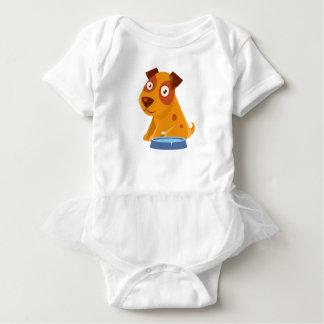 Body Para Bebê Filhote de cachorro que senta-se ao lado da bacia