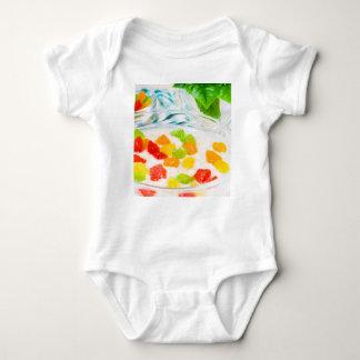 Body Para Bebê Fim-acima da vista na farinha de aveia com