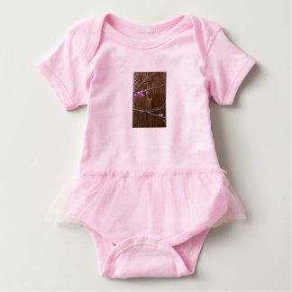 Body Para Bebê Flores da árvore de cereja e plissado de madeira
