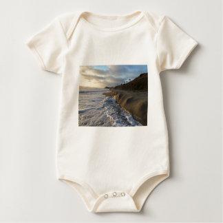 Body Para Bebê Fotografia das ondas que batem a areia