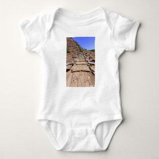 Body Para Bebê Fuga de caminhada que conduz a montanha em Madeira