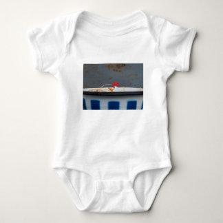 Body Para Bebê Galinha em uma bacia checkered