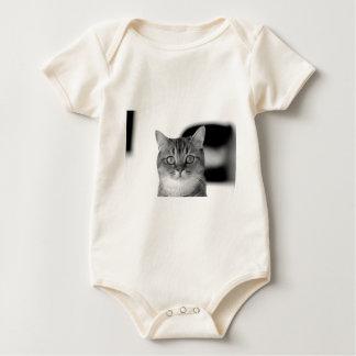 Body Para Bebê Gato preto e branco que olha reto em você