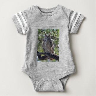 Body Para Bebê Grande coruja Horned na árvore
