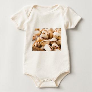 Body Para Bebê Ideia macro do fim-acima de um grupo de pistachio