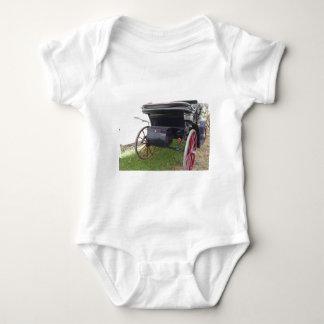 Body Para Bebê Ideia traseira da carruagem antiquado do cavalo no