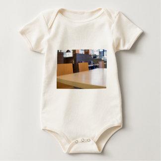 Body Para Bebê Imagem borrada do café interior