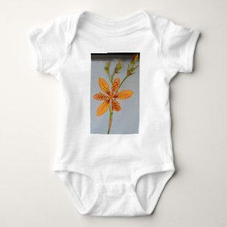 Body Para Bebê Íris manchada laranja chamada um lírio de