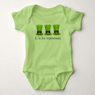 Body Para Bebê L realiza-se para o dia de Tophat St Patrick do