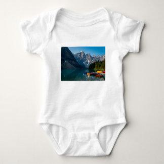 Body Para Bebê Lago Louise no parque nacional Alberta de Banff,