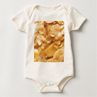 Body Para Bebê Macro de divisores da amêndoa em um bolo