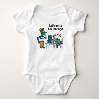 Body Para Bebê Maisy e os amigos apreciam a biblioteca