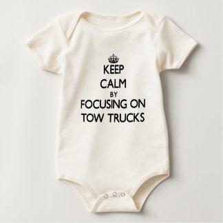 Body Para Bebê Mantenha a calma focalizando em caminhões de