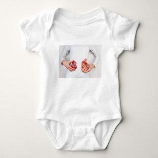 Body Para Bebê Mãos que guardaram o modelo do órgão humano do rim
