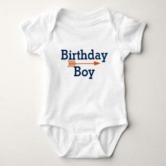 Body Para Bebê Menino do aniversário - seta alaranjada de Boho -