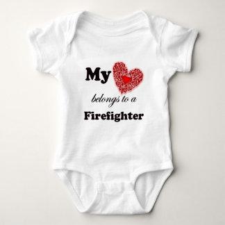 Body Para Bebê Meu coração pertence a um sapador-bombeiro