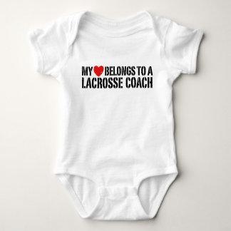 Body Para Bebê Meu coração pertence a um treinador do Lacrosse