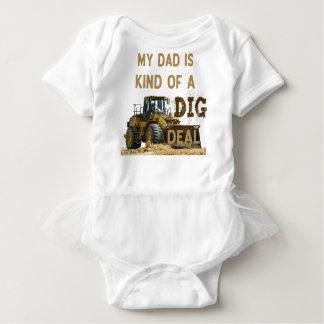 Body Para Bebê Meu pai é tipo de um negócio da ESCAVAÇÃO