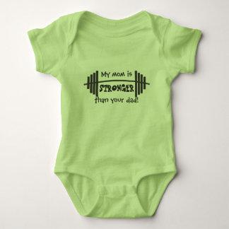 Body Para Bebê Minha mamã é mais forte do que seu pai