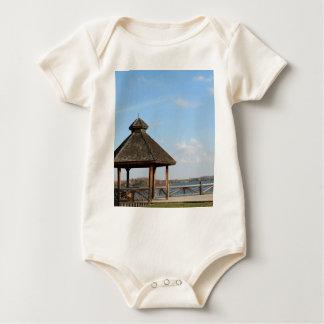 Body Para Bebê Miradouro sobre o lago