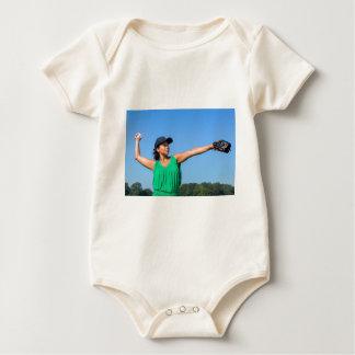 Body Para Bebê Mulher com da luva e do boné basebol de jogo fora
