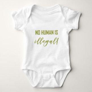 BODY PARA BEBÊ NÃO HUMANO É…