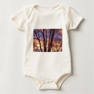 Body Para Bebê Noite colorida dos ramos de árvore