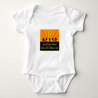 Body Para Bebê Nós aumentamos quando nós levantamos outro acima